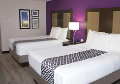 La Quinta Inn & Suites by Wyndham Effingham - Effingham - Bedroom