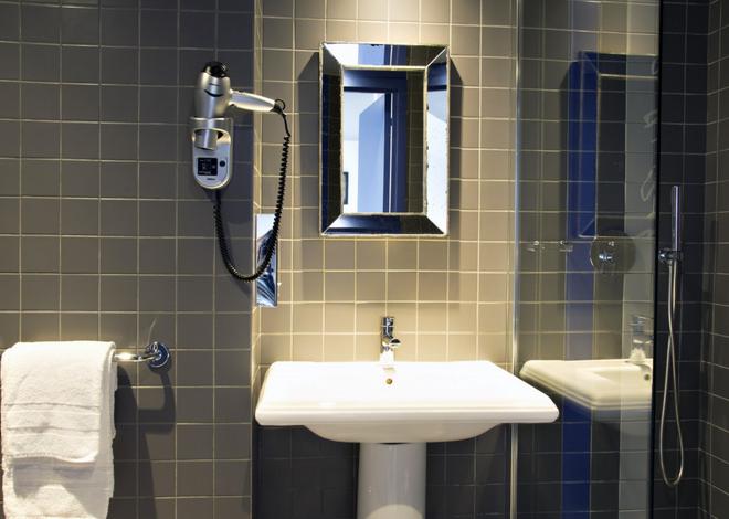 Hotel Mademoiselle - Pariisi - Kylpyhuone