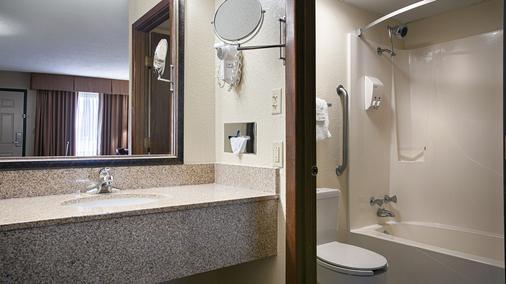 Best Western Center Pointe Inn - Branson - Bathroom
