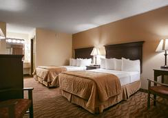 Best Western Center Pointe Inn - Branson - Bedroom