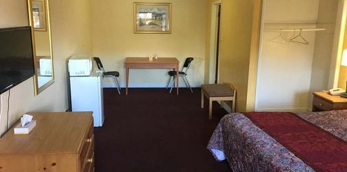 Midway Inn & Suites - Oak Lawn - Living room