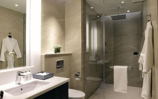 Makati Diamond Residences - Makati - Bathroom