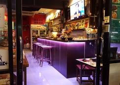 Stanley's Guesthouse - Πατόνγκ - Bar