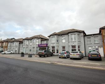Cranford Hotel - Ilford - Building