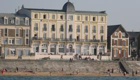 Hotel Kyriad Saint Malo Plage - Saint-Malo - Gebouw