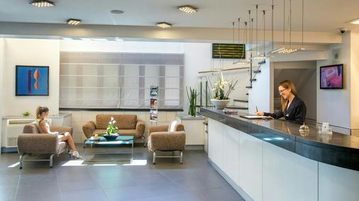 Hotel Domidea - Rome - Front desk