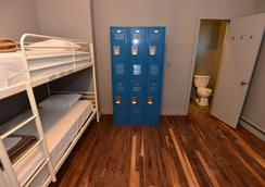 Explore Hotel & Hostel - Union City - Bedroom