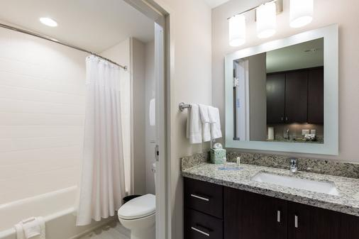 TownePlace Suites by Marriott at SeaWorld - Orlando - Bathroom