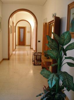 Verona Bottego Guest House - Verona - Hallway