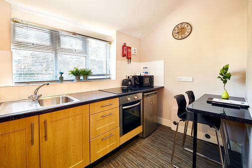 United Lodge Hotel & Apartments - London - Kitchen