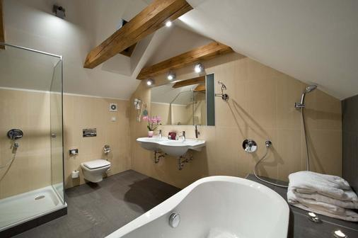 Ea Embassy Prague Hotel - Prague - Bathroom