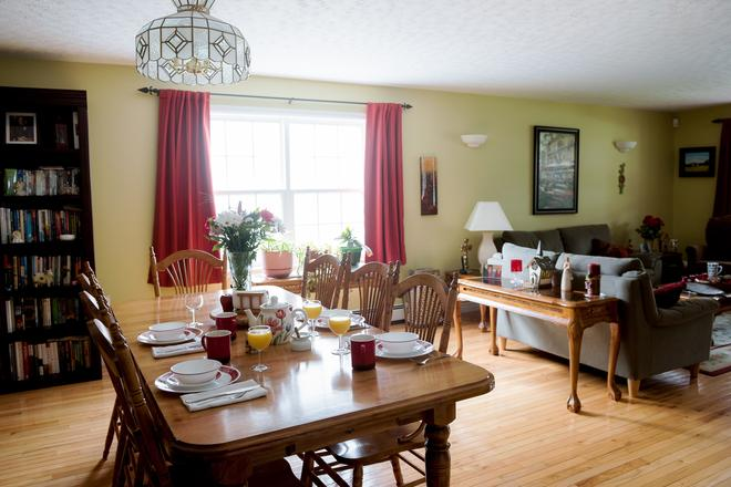 Still Waters Bed And Breakfast - Dartmouth - Dining room