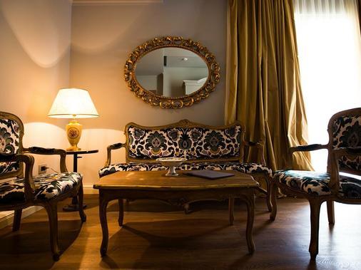 Classic Hotel - Tirana - Living room