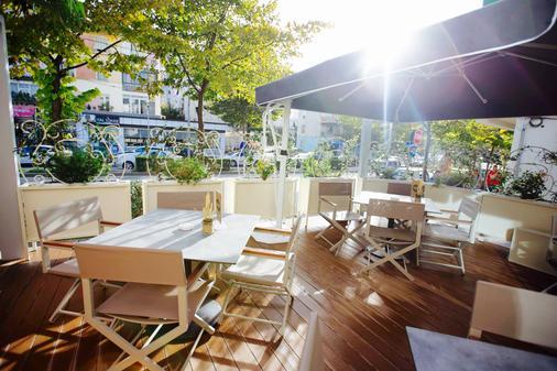 Classic Hotel - Tirana - Patio