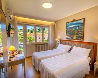 Hotel Lidò - Passignano sul Trasimeno - Bedroom