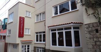 Rendezvous Hostel - לה פאז - בניין