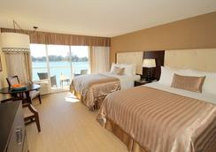 Dreamview Beachfront Hotel & Resort - Clearwater Beach - Schlafzimmer