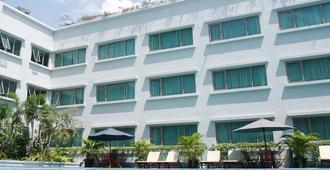 Aston Tropicana Hotel Bandung - Μπαντούνγκ