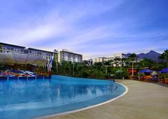 Aston Bogor Hotel and Resort - Bogor - Bể bơi