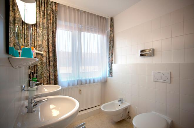 Hotel Kaiser - Berlin - Bathroom
