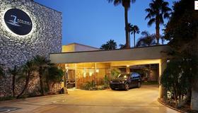 7 Springs Inn & Suites - Palm Springs - Bâtiment