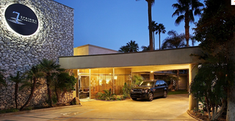 7 Springs Inn & Suites - Palm Springs - Rakennus