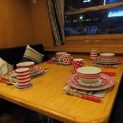 Houseboat Hotels - Hotel boat - Sheffield - Ruokailuhuone