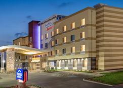 Fairfield Inn and Suites by Marriott Madison Verona - Verona - Building