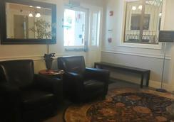 Crescent Suites Hotel - Waltham - Lobby