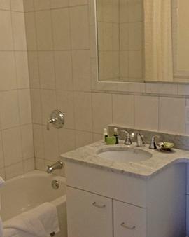 Oakwood at Exeter Towers - Boston - Bathroom