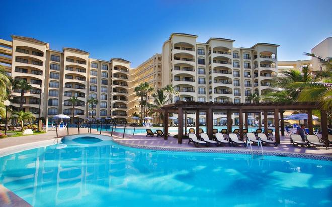 The Royal Caribbean - An All Suites Resort - Cancún - Pool