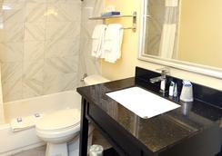 Blue Marlin Inn & Suites - Virginia Beach - Bathroom