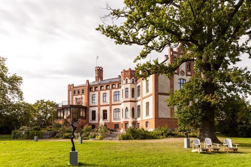 Hotel Schloss Gamehl - Wismar - Building
