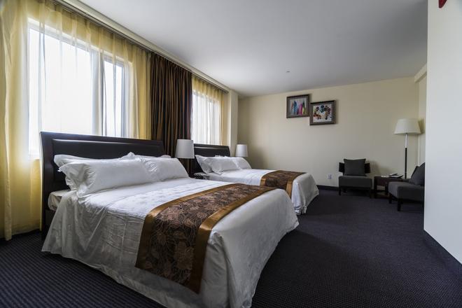 John Hotel - Queens - Bedroom