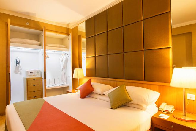 Ellaa Hotel Gachibowli - Хайдарабад - Спальня