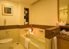 Ellaa Hotel Gachibowli - Hyderabad - Bathroom