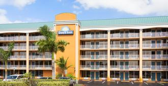Days Inn by Wyndham Fort Lauderdale-Oakland Park Airport N - Fort Lauderdale - Gebäude