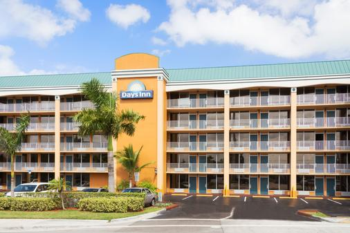 Days Inn by Wyndham Fort Lauderdale-Oakland Park Airport N - Fort Lauderdale - Toà nhà