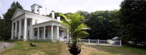 House Of 1833 Bed & Breakfast & Gardens - Mystic - Rakennus