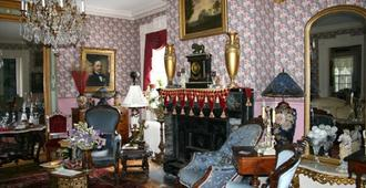 House Of 1833 Bed & Breakfast & Gardens - Mystic - Stue