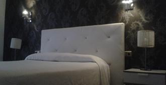 Hostal Apàrtamentos Abril - Nerja - Yatak Odası