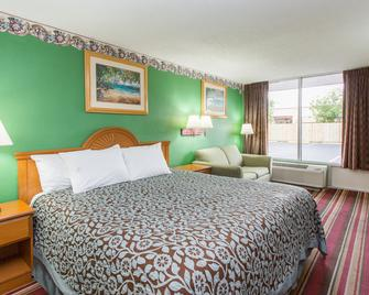 Days Inn by Wyndham Fort Myers - Fort Myers - Bedroom