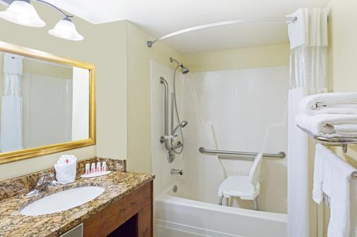 Days Inn by Wyndham Port Charlotte Town Center - Port Charlotte - Bathroom