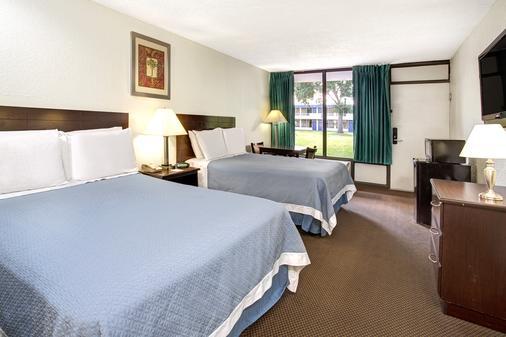 Days Inn by Wyndham Kissimmee FL - Kissimmee - Phòng ngủ