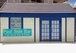 Days Inn by Wyndham Kissimmee FL - Kissimmee - Bar
