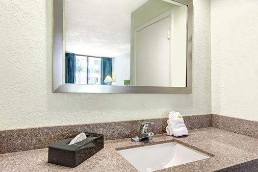 Days Inn by Wyndham Kissimmee FL - Kissimmee - Phòng tắm