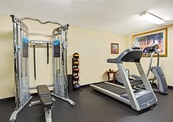 Days Inn by Wyndham Orlando Airport Florida Mall - Orlando - Gym
