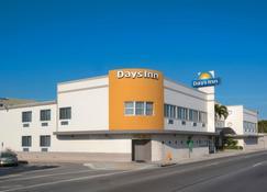 Days Inn by Wyndham Miami Airport North - Miami Springs - Edificio