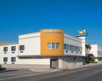 Days Inn by Wyndham Miami Airport North - Miami Springs - Building