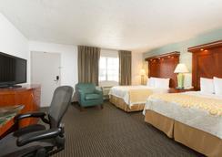 Days Inn by Wyndham Miami Airport North - Miami Springs - Makuuhuone
